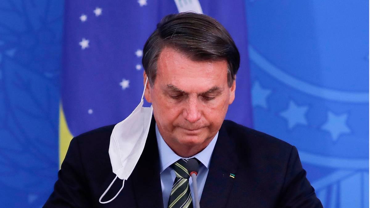 Brazil's President Bolsonaro with Coronavirus infected – now he wants to take hydroxychloroquine