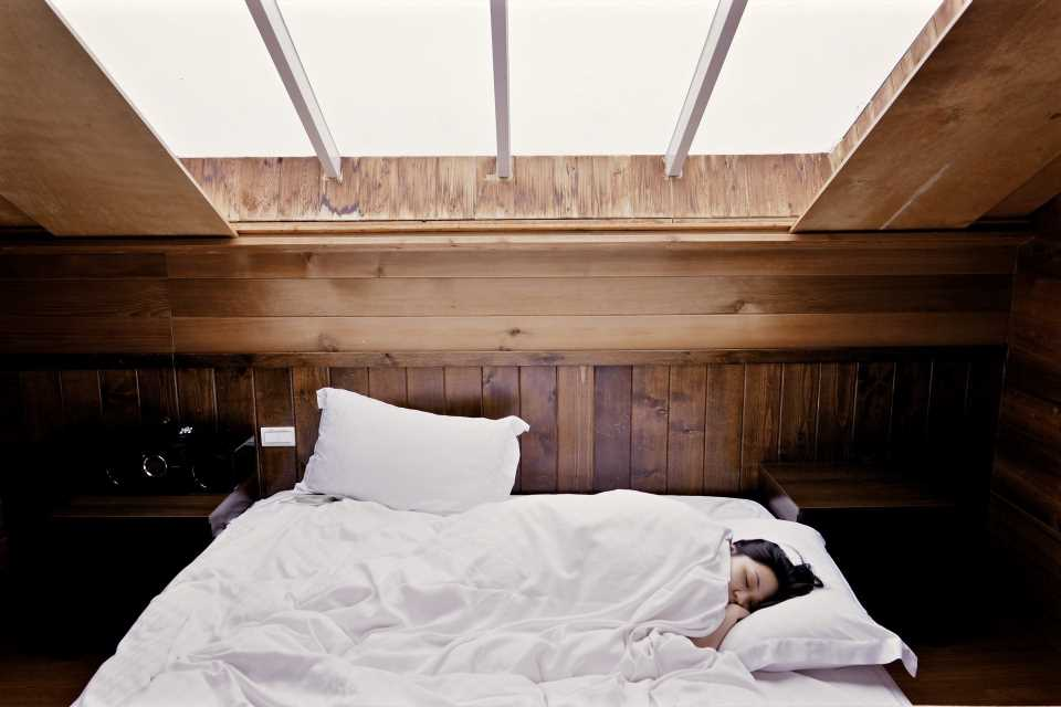Insomnia, sleeping less than six hours may increase risk of cognitive impairment