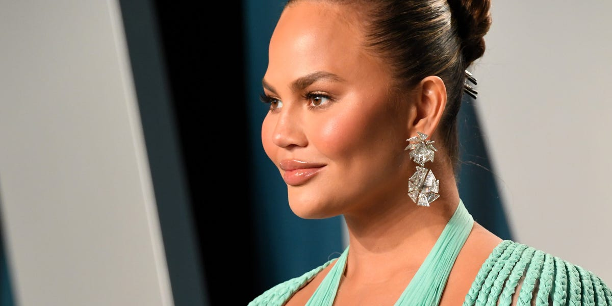 Chrissy Teigen reveals she was diagnosed with partial placental abruption before her pregnancy loss