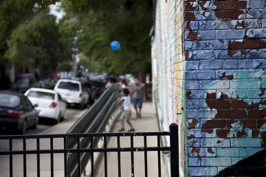 Chicago neighborhoods with barriers to social distancing had higher COVID-19 death rates