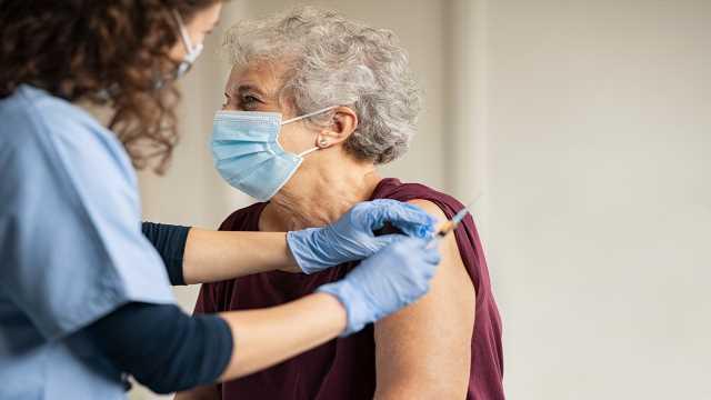 Nursing homes begin COVID-19 vaccinations as US cases, deaths soar