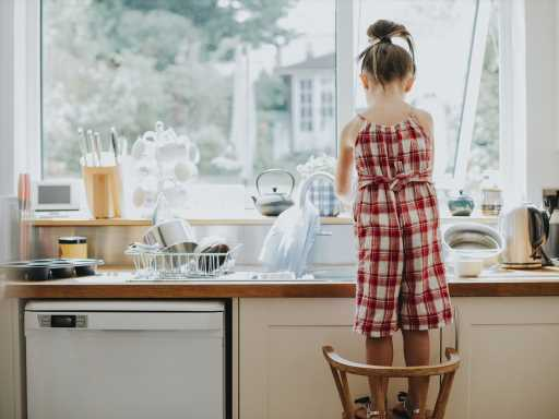 Grandparents Think Household Duties Belong to 10-Year-Old Girl Instead of Her Dad