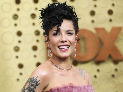 Halsey Asks Why People Need to 'Pass Judgment' on Her Pregnancy Choices (Welcome to Motherhood!)