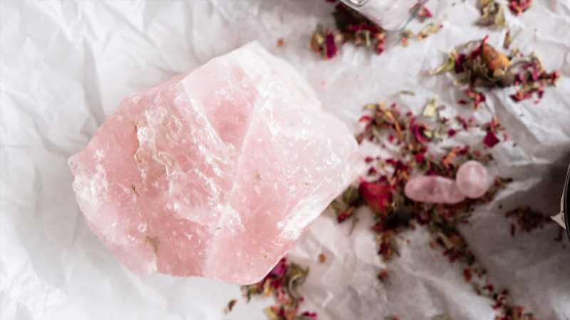 Here's What You Need To Know Before Using Rose Quartz